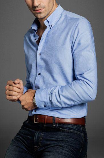 Modrá košile je nadále plnohodnotnou součástí pánského šatníku